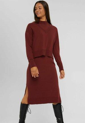 Jumper dress - garnet red