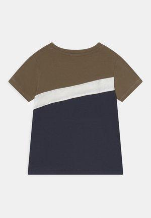 NMMKALEB TOP BOX - T-Shirt print - stone gray