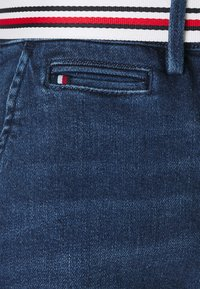 Tommy Hilfiger - SLIM BERMUDA - Denim shorts - tam - 2