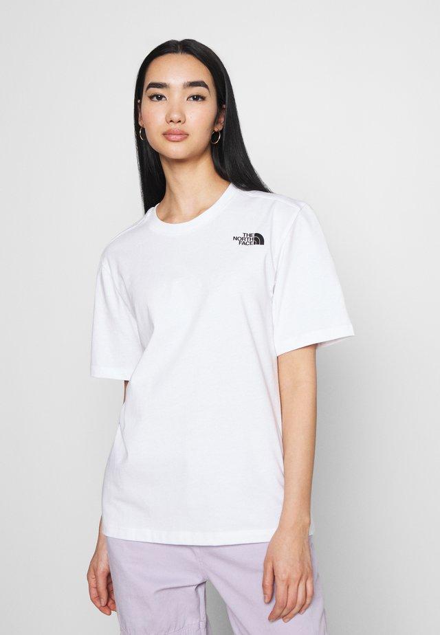 REDBOX TEE - Triko spotiskem - white/black