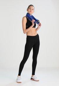 ONLY Play - ONPMIRA SEAMLESS BRA - Medium support sports bra - black - 1