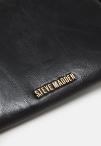 Steve Madden - BTANGLED  - Psaníčko - black - 3