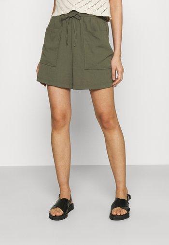 VMKENDRA - Shorts - ivy green