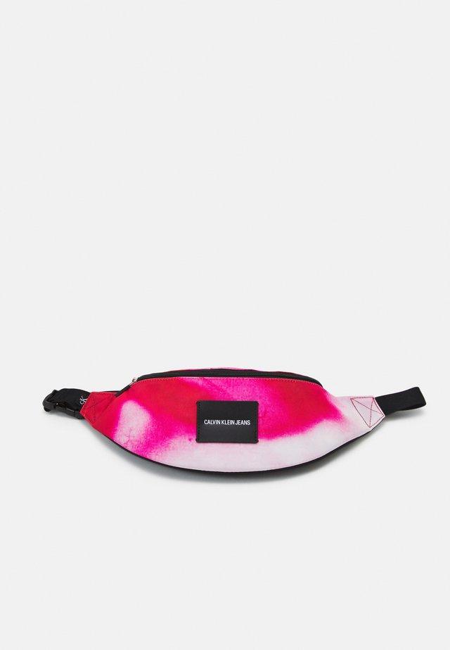 WAISTBAG MARBLE - Ledvinka - pink