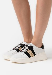 MOA - Master of Arts - DOUBLE GALLERY - Slip-ons - white - 0