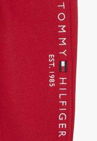 Tommy Hilfiger - ESSENTIAL - Trainingsbroek - red - 3