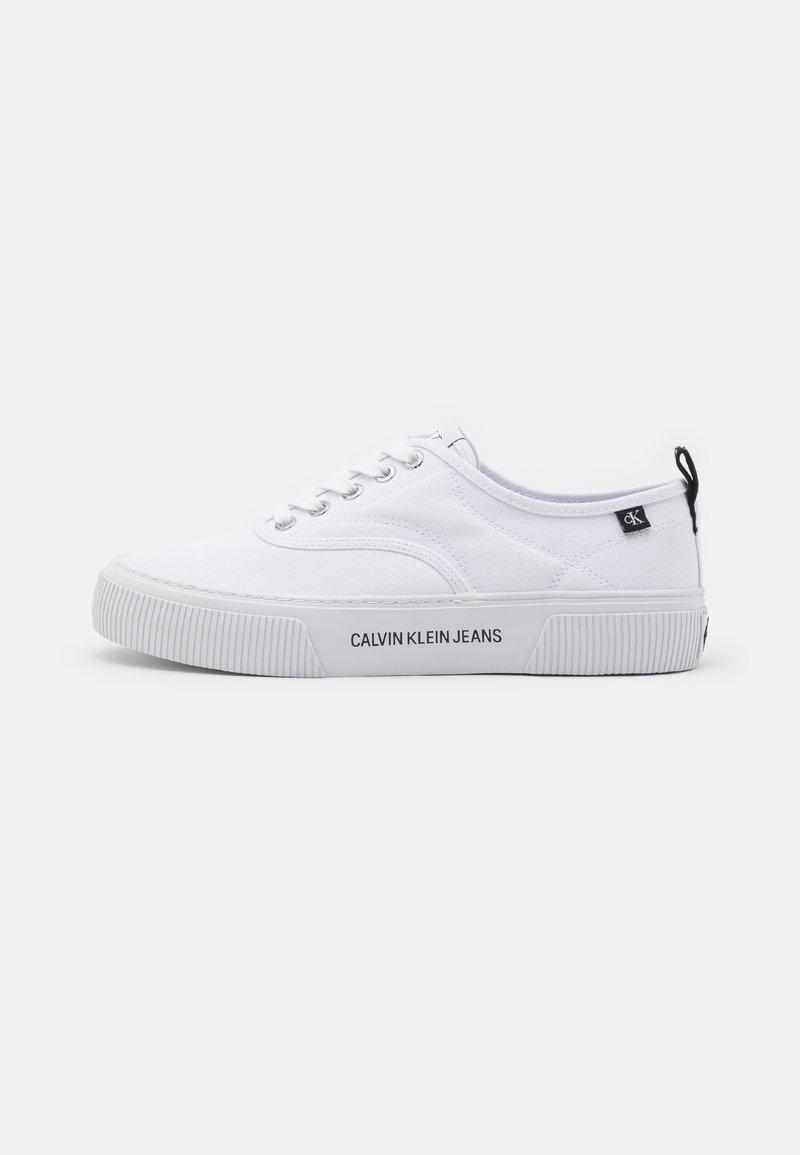 Calvin Klein Jeans - VULCANIZED SKATE OXFORD - Sneakers laag - bright white