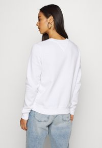 Tommy Jeans - ESSENTIAL LOGO - Sweatshirt - white