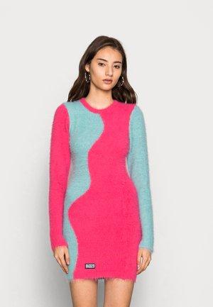 MANIFEST DRESS - Shift dress - teal/pink
