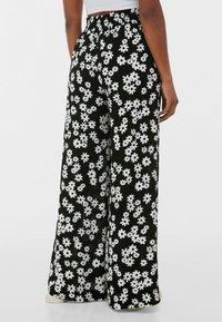 Bershka - Pantalon classique - black/white - 2