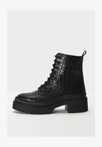 Inuovo - Platform ankle boots - black croco obl - 1