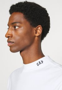 GAP - LOGO MOCK - Long sleeved top - fresh white - 4