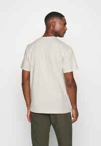ARKET - T-shirt basic - beige dusty light - 2