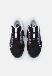 Nike Performance - AIR ZOOM PEGASUS 38 FLYEASE 4E - Neutrala löparskor - black/metallic silver/white/chlorine blue/anthracite/flash crimson - 3