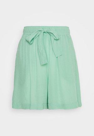 HAZEL - Shorts - green