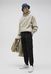 PULL&BEAR - Cargo trousers - black - 1