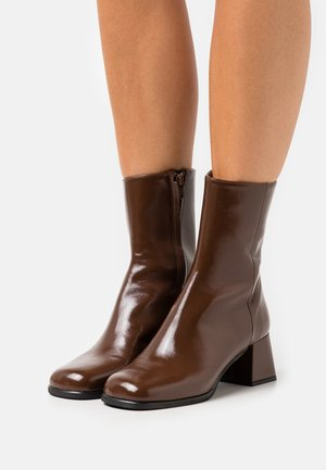 Classic ankle boots - choco