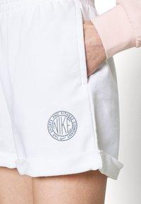 Nike Sportswear - FEMME - Shorts - white/smoke grey - 3
