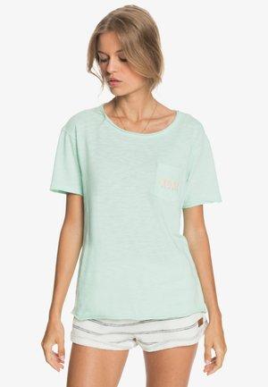 STAR SOLAR B - Print T-shirt - brook green
