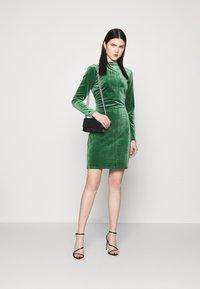 Vila - VIOELLE FITTED DRESS - Cocktail dress / Party dress - eden - 1