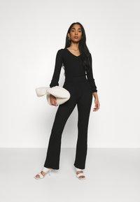 Glamorous - KNITTED MARL FLARES - Kalhoty - black - 1