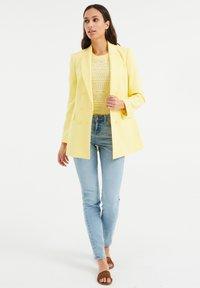 WE Fashion - Short coat - yellow - 1