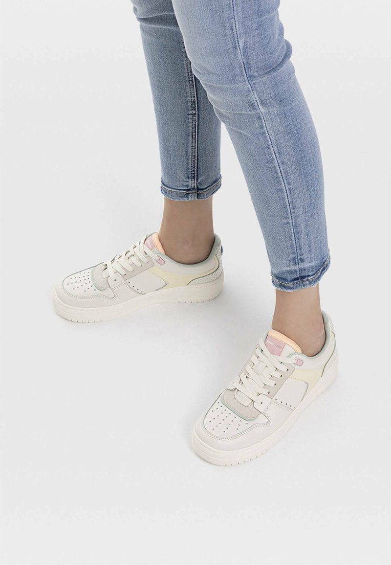 Stradivarius - Sneakers laag - white