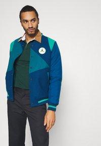 Carhartt WIP - RUGBY - Polo shirt - bottle green/hamilton brown/white - 4