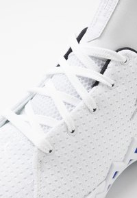 Jordan - JUMPMAN DIAMOND LOW - Basketball shoes - white/metallic gold - 5