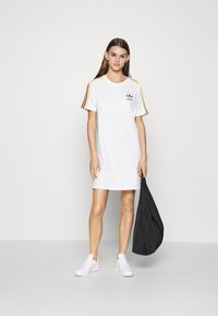 adidas Originals - STRIPES SPORTS INSPIRED REGULAR DRESS - Sukienka z dżerseju - white/multicolor - 1