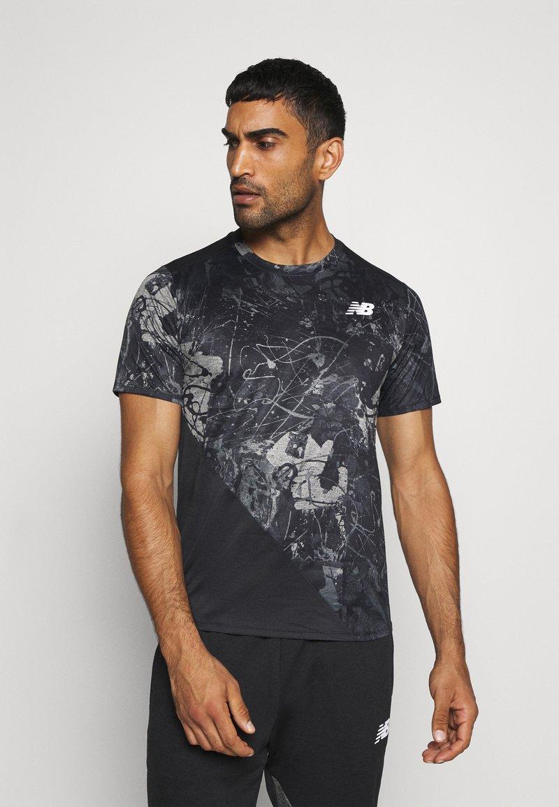 New Balance - PRINTED VELOCITY - T-shirt med print - black