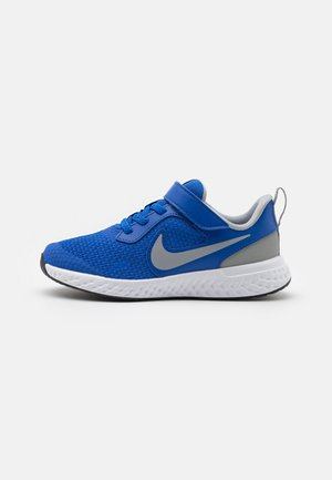 REVOLUTION 5 UNISEX - Neutral running shoes - game royal/light smoke grey/white