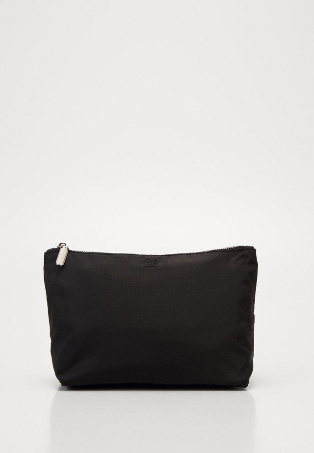 TRAVEL TOILETRY POUCH - Kosmetická taška - black