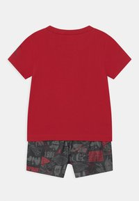 Jordan - AIR ELEMENTS SET UNISEX - Print T-shirt - black - 1