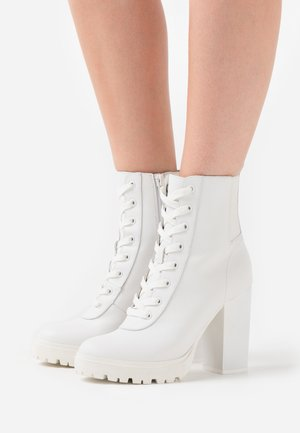 LATCH - High heeled ankle boots - white