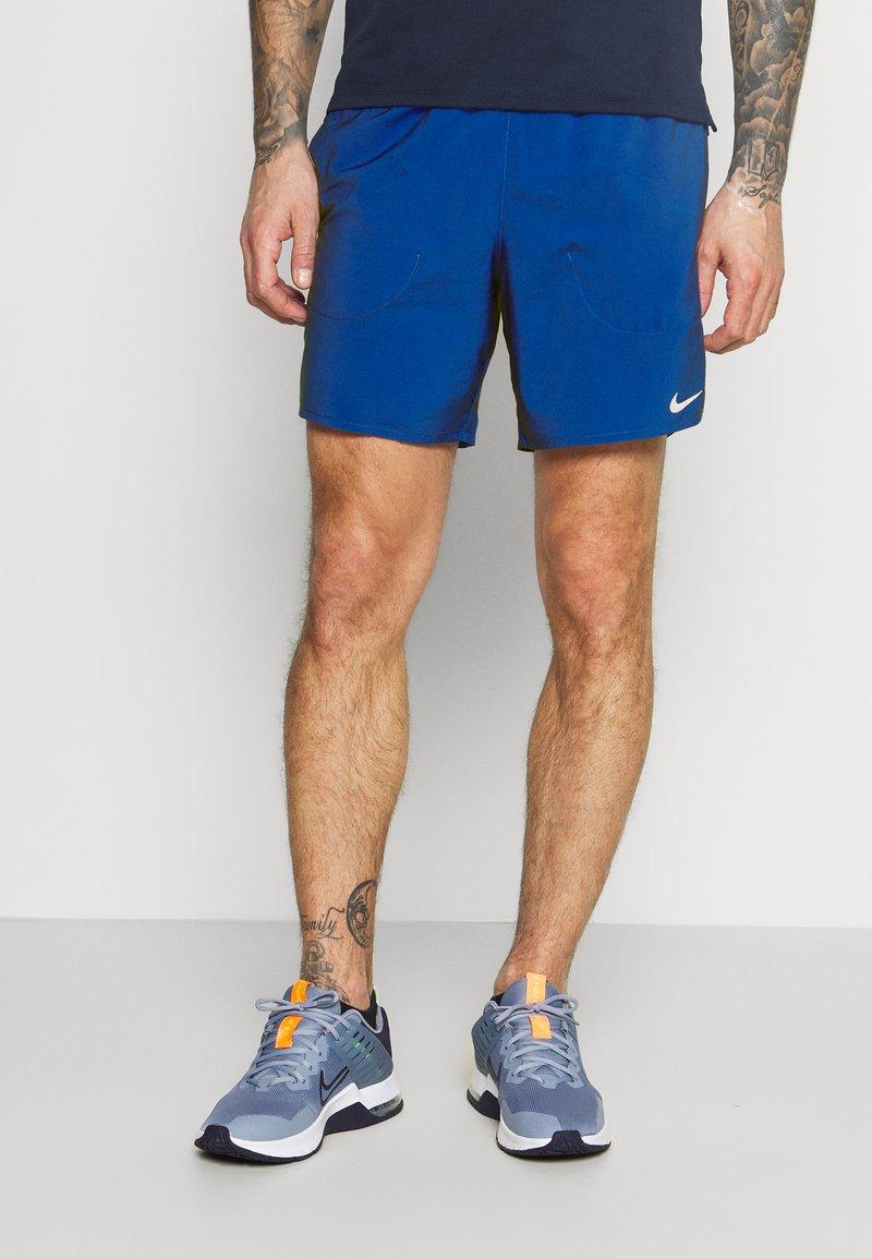 Nike Performance - FLEX STRIDE SHORT - Korte sportsbukser - game royal/silver