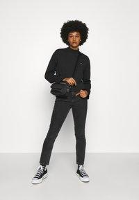 Tommy Jeans - SOLID HYBRID LONGSLEEVE - Bluzka z długim rękawem - black - 1