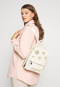 Desigual - BACK GREAT NAZCA MINI - Rucksack - blanco - 1