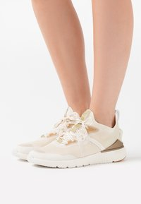 Cole Haan - ZEROGRAND COMPLETE RUNNER - Trainers - nimbus cloud/argento/micro chip/optic white - 0