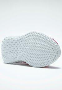 Reebok - Stabilty running shoes - pink - 4