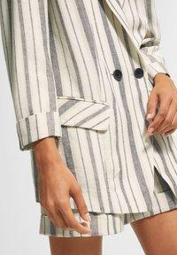comma casual identity - RETRO - Short coat - white woven stripes - 4