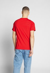Nike Sportswear - Camiseta estampada - university red/white - 2