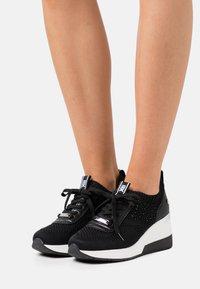XTI - Sneakers laag - black - 0