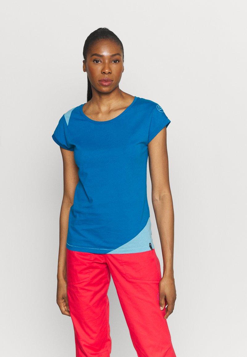 La Sportiva - CHIMNEY  - T-shirt con stampa - neptune/pacific blue