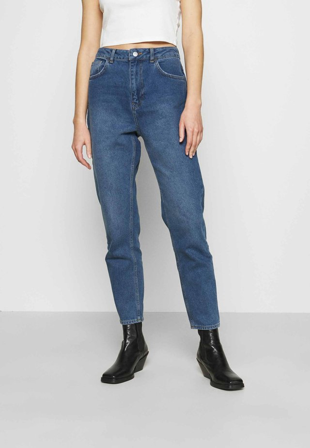 HIGH RISE MOM  - Relaxed fit jeans - mid blue wash