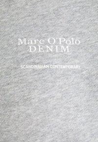 Marc O'Polo DENIM - LONGSLEEVE ROUNDNECK PLACED PRINT - Sweatshirt - cloudy melange - 2