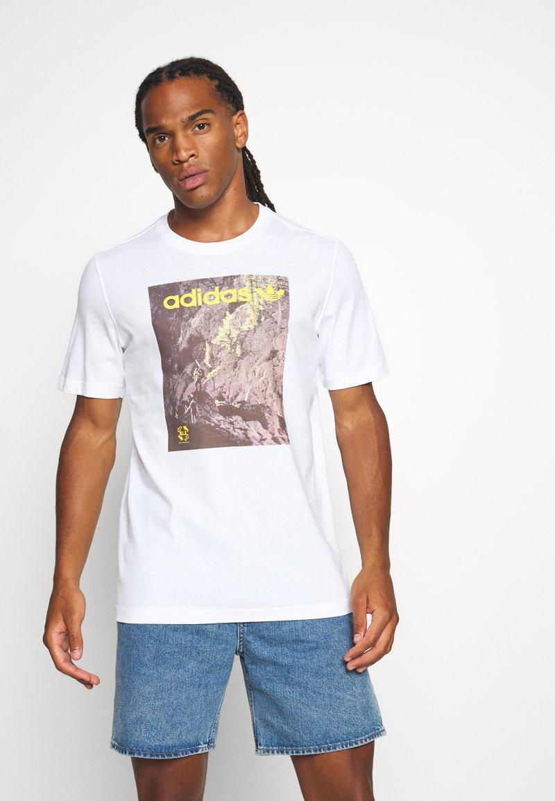 adidas Originals - TEE - T-shirt med print - white