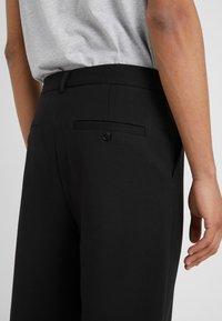 Holzweiler - ISAK TROUSERS - Spodnie materiałowe - black - 3