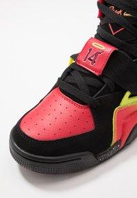 Ewing - CONCEPT - Zapatillas altas - black/red/yellow - 6