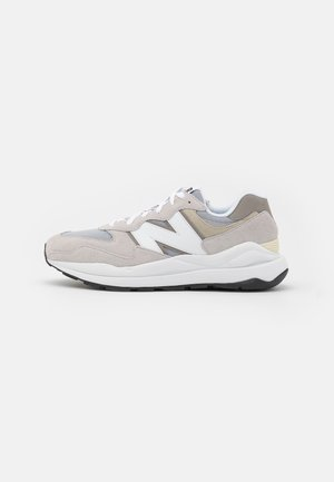 5740 UNISEX - Trainers - grey